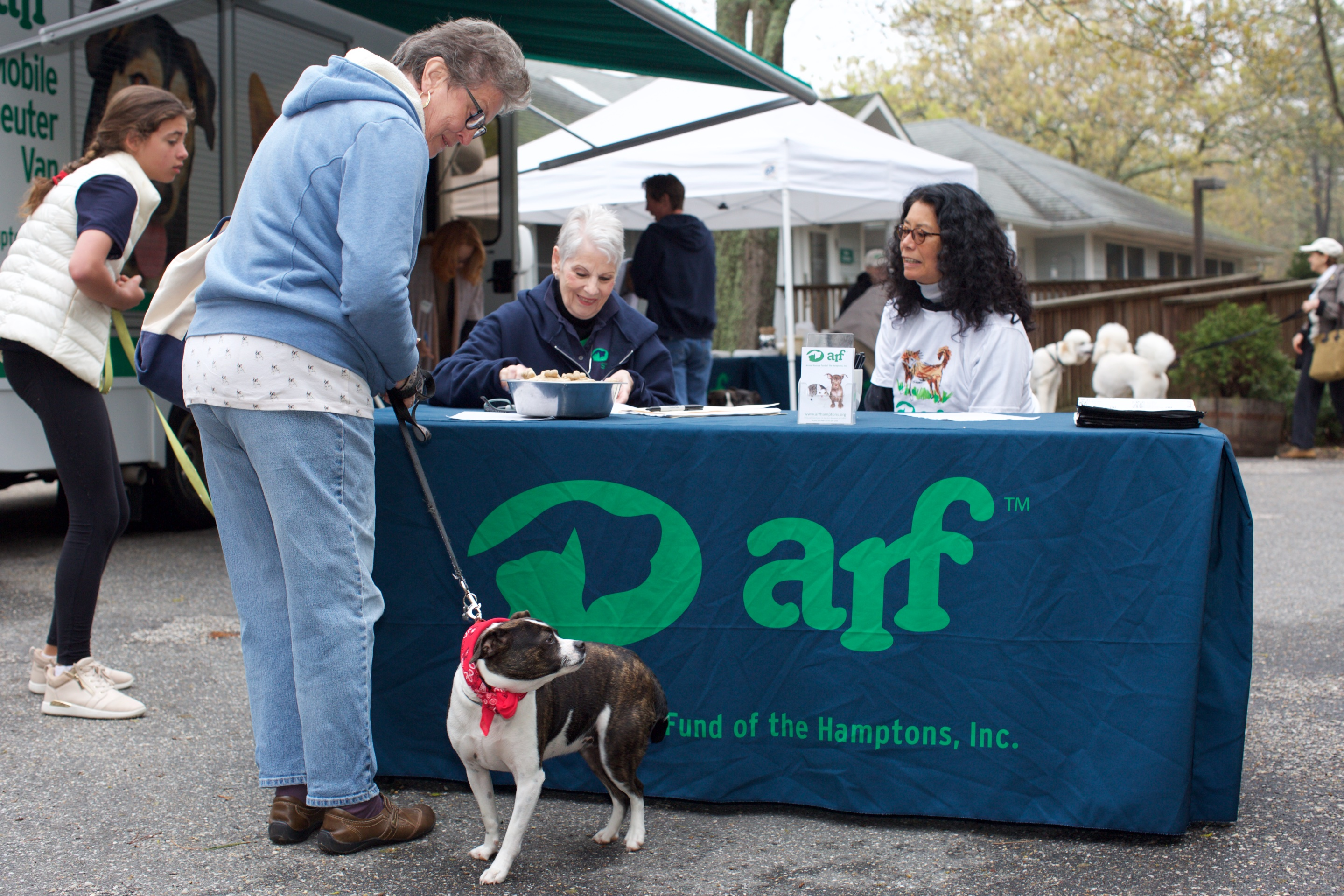 ARF's Nancy Butts and Volunteer Pam Choy at the check-in desk