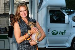 Brooke Shields, ?==Animal Rescue Fund of the Hamptons Bow Wow Meow Ball==ARF, Wainscott, NY==August 15, 2015==©Patrick McMullan==Photo - Owen Hoffmann/PatrickMcMullan.com====