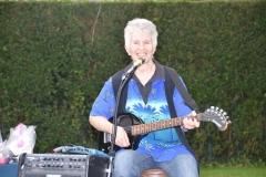 Sandy Rapp plays for the participants.